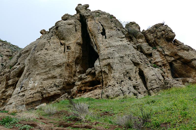 Munitz Cave [El Escorpión Park - Bell Canyon Park]